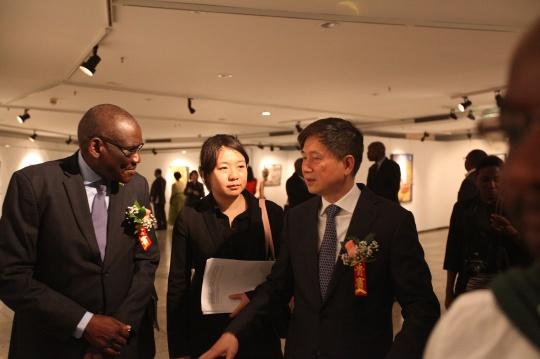 赞比亚共和国旅游与艺术部长查尔斯·班达与中华人民共和国文化和旅游部党组成员王晓峰