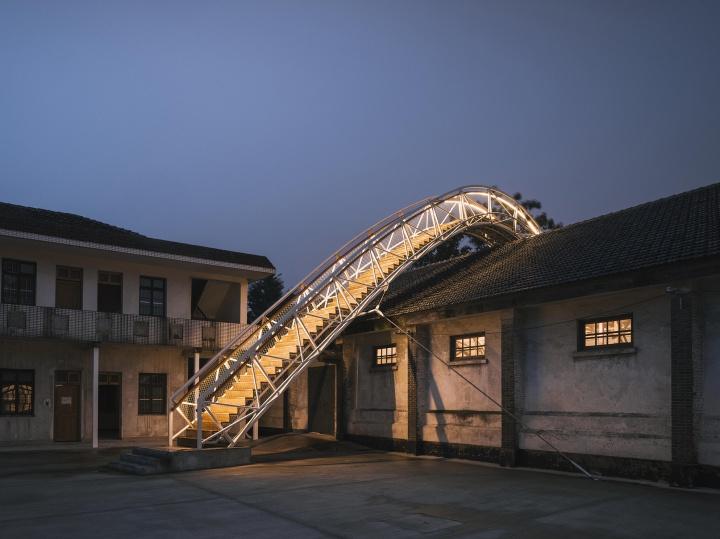 展览主席陈向宏为粮仓做的特别设计