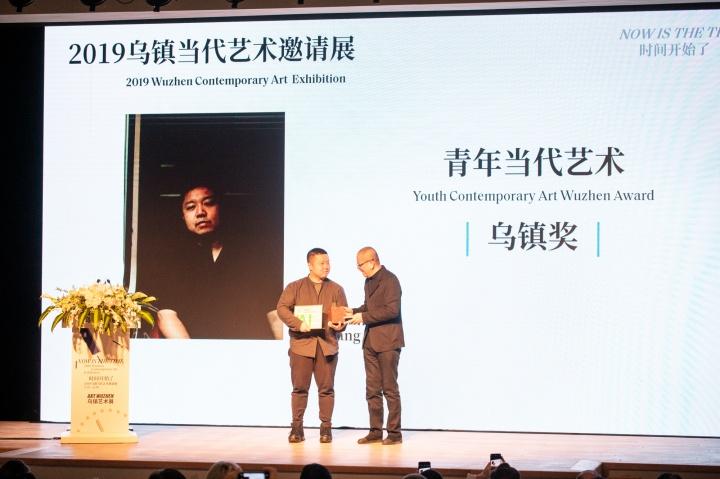 陈丹青2019青年当代艺术乌镇奖获得者拓颁奖