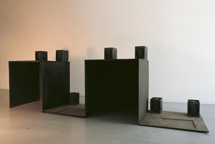 约瑟夫·博伊斯《双重聚合》107×60×320cm 青铜,四部分组成,版本:3,铸型 1/3 1969
