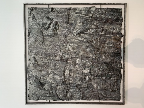 《书卷3》 200×200cm木质构造、宣纸、矿物、植物、土质颜料、金银粉、金属渣 2014