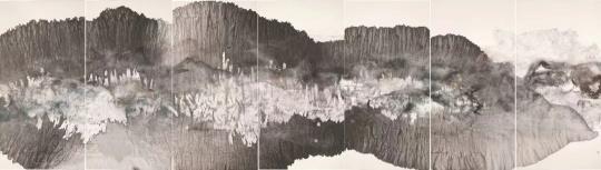 《黄山云雾》136×490cm 宣纸、墨、矿物、植物颜料、蚕丝 2015