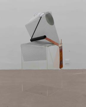 《温柔的雪纺4》 132 cm 亚克力、铜、铝、铁 2019