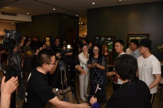 段威首个个人油画展在中国油画院美门美术馆开幕