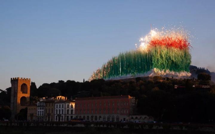 蔡国强《空中花城:佛罗伦萨白天焰火计划》2018