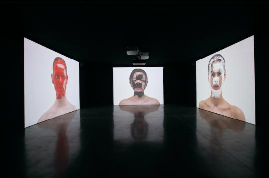 《脸上的皮肤计数器》行为影像 2019,由宫岛达男工作室提供