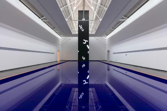 《时间瀑布-上海民生现代美术馆》256×128×1200cm LED装置 2019