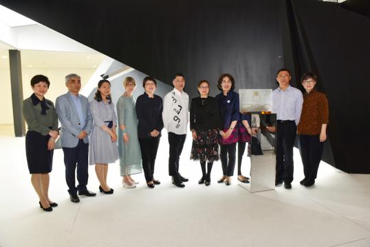 民生银行高层及艺术家宫岛达男为美术馆揭幕