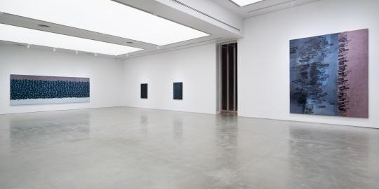 一楼展出九幅绘画作品