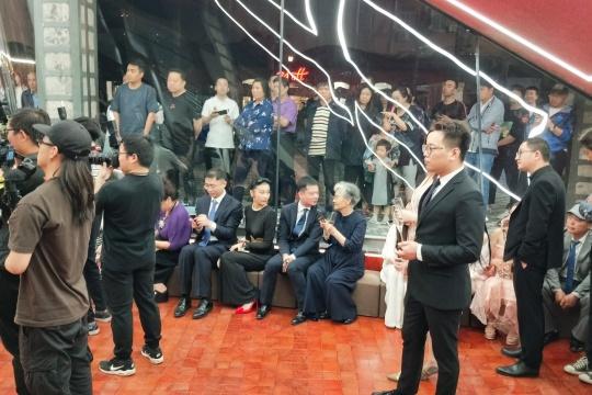 博物馆日,赵半狄在UCCA揭开了一块红布