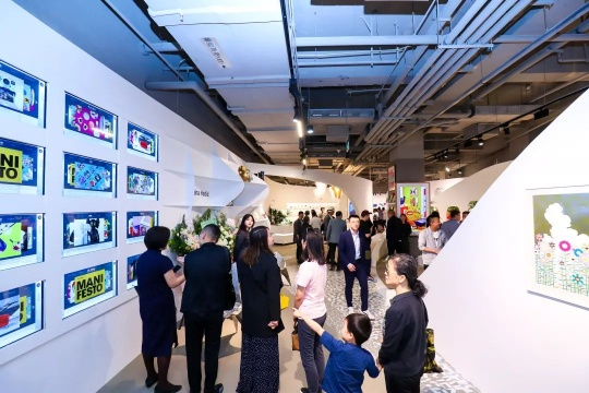 HOW昊艺术设计商店(HOW Store)北京王府中环店开幕现场人潮涌动