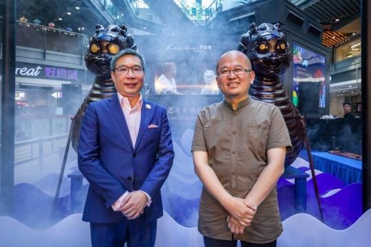 (左)侨福芳草地总经理赖国贤、(右)中国著名当代艺术家刘若望