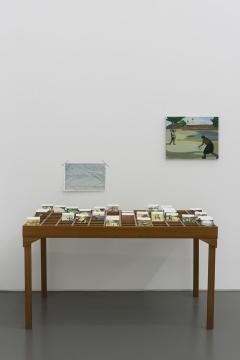 翟倞 《表格》 纸本水彩10.3×16 cm×30, 桌子84×151.5×82.5 cm 2019