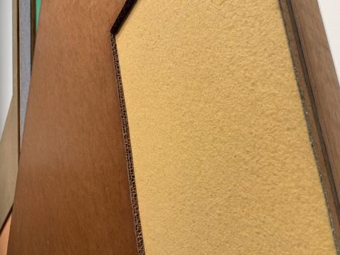 弗兰克·斯特拉 《诺韦米亚斯托 II》 243.8×207×10.5cm 亚克力、画布、环氧树脂、纸板、刨花板裱于塑形板结构1973  摄影:吕晓晨