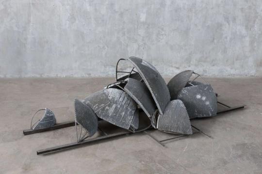 《宇宙》 245×115×70 cm 铝,不锈钢,铁2019