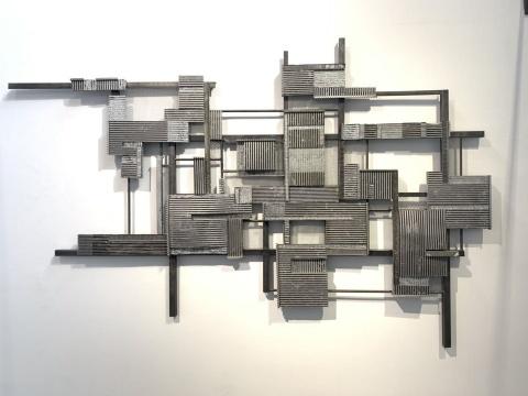 《嗒嗒嗒》 203×317×12cm 铝、不锈钢、铁 2019
