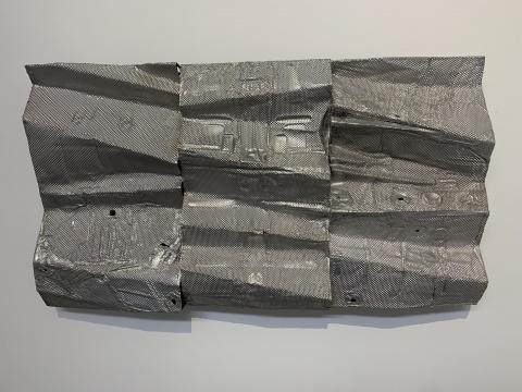 《波状板NO.6》 120×210×22cm 铝、不锈钢、铁 2019