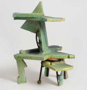 《基于椅子的置物架雕塑》106×91×138cm 金属椅、挤塑板、PU图层、喷漆、聚氨酯泡沫 2019