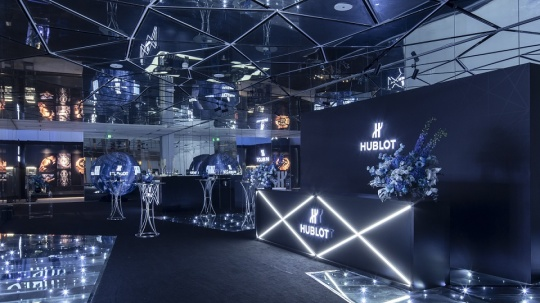 HUBLOT宇舶表携手马克西姆·普莱西娅-布奇在北京幻艺术中心呈现Big Bang Sang Bleu II刺青腕表