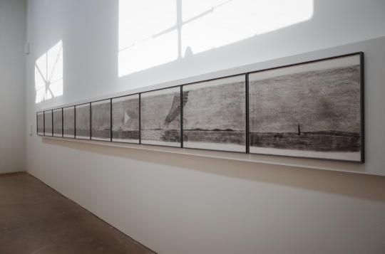 王玉平 《博斯普鲁斯海峡》56x770cm 纸本木炭 2018