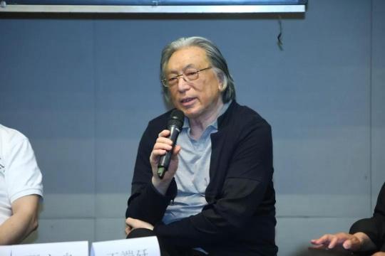 中国艺术批评家年会名誉主席贾方舟
