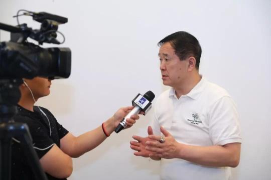 首届数字绘画实验艺术征集展策展人一山接受媒体采访
