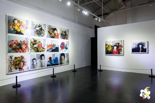 """""""荒木经惟·花幽"""",798桥艺术空间展览现场"""