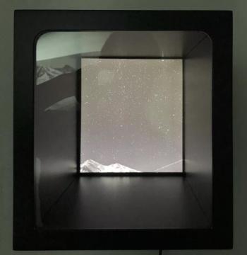 《星宿盒子》 No.06 综合艺术手段 (摄影 ,编程led) 33x30cm,2019