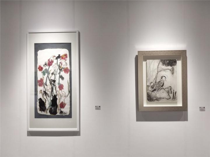 左:魏立刚《鲛霄图》138.5×69.8cm 墨、丙烯、纸板 2019,右:魏立刚《禽憩》76×53cm 墨、丙烯、纸板 2010