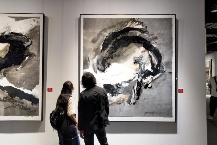"""""""水墨即意义""""展览现场,杨劲松《归零-2018个人观点》202×183cm 纸本综合材料 2018"""