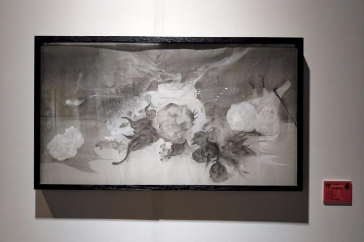 """""""水墨即意义""""展览现场,沈瑞筠《静物》40×91cm 绢 2009"""