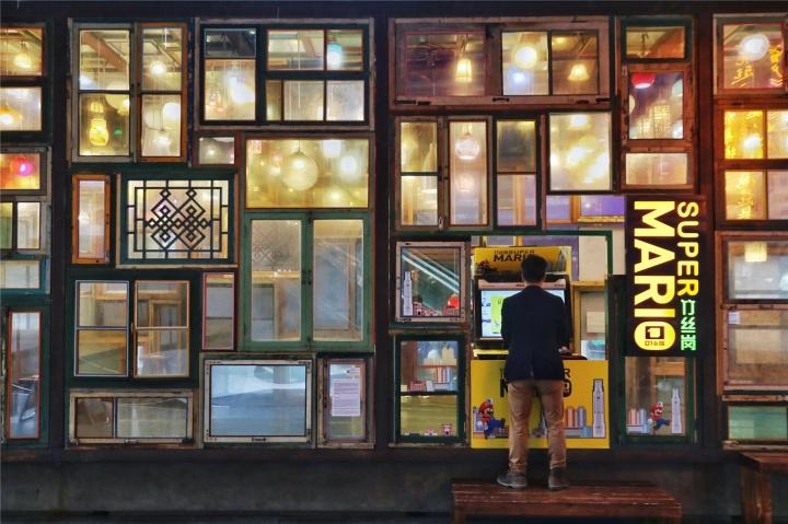 """""""农林共舞台""""展览现场,01小组的作品《Super Mario竹丝岗》,摄影:石元武"""