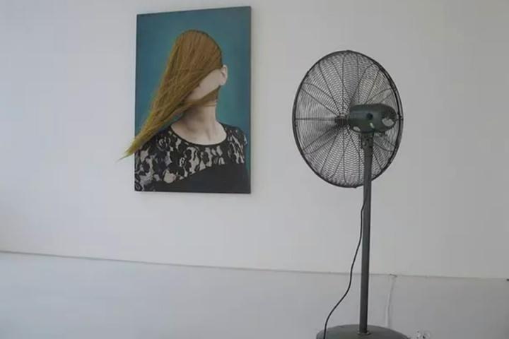 """2011年,沈瑞筠在广东时代美术馆策划的""""换位思考——在中国的美国制造""""获得中国文化部颁发的年度最佳展览"""
