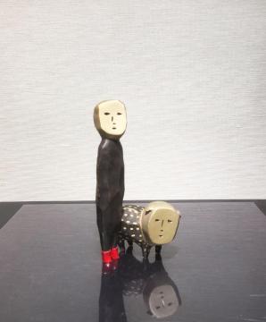 """艺术家佐治真理子作品""""小红靴与狗"""""""