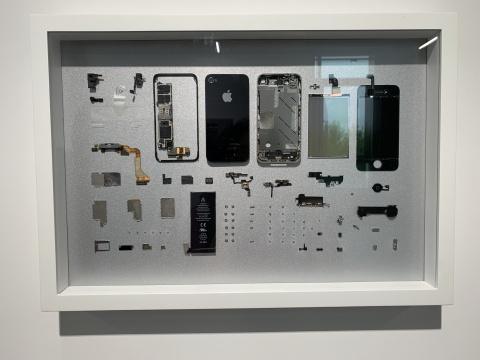 瑞吉娜·侯賽·加林多 《世界强国》 行为表演纪录:双频录像、一部被拆分的iPhone和一辆被拆卸的雪佛兰车 尺寸可变