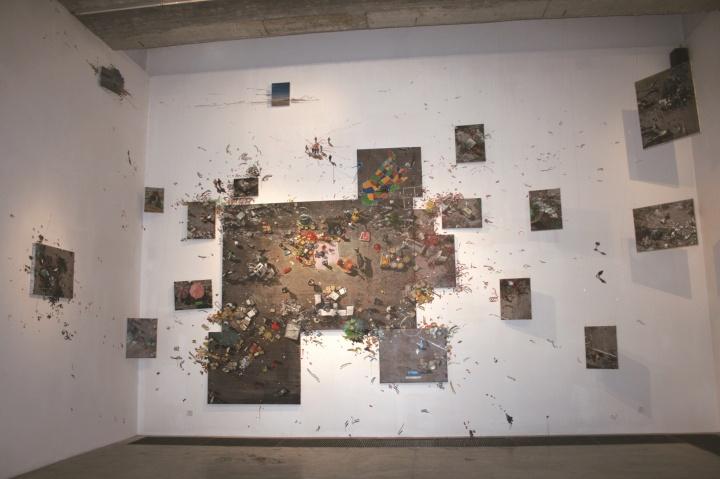 """2009年4月,北京空间周金华个展""""齐物论""""现场"""