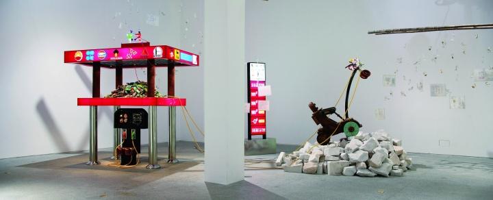 """2009年7月,王迈在东站画廊的个展""""加油东站"""""""