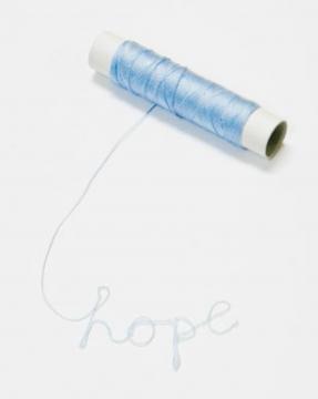 关尚智《一线希望》10×10×2cm 装置、线、胶水 2009