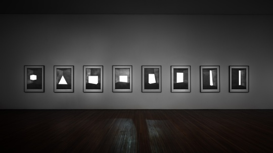 詹姆斯·特瑞尔《白色舞蹈》1967角投影170×131.5×57cm阿尔敏与伯纳德·鲁伊斯-毕加索艺术基金会收藏© James Turrell摄影:Matt Kroening致谢阿尔敏与伯纳德·鲁伊斯-毕加索基金会,松美术馆展厅