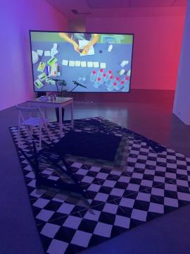 《生命处方》 单视频、全高清、立体声配乐 12分钟 2019  《无题》 380×250cm 手工地毯 2019