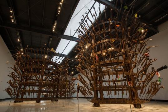 黄永砅《千手观音》1800×800×800cm铸铁、钢架、各种物品 1997-2012 摄影:邢宇 红砖美术馆藏©黄永砅