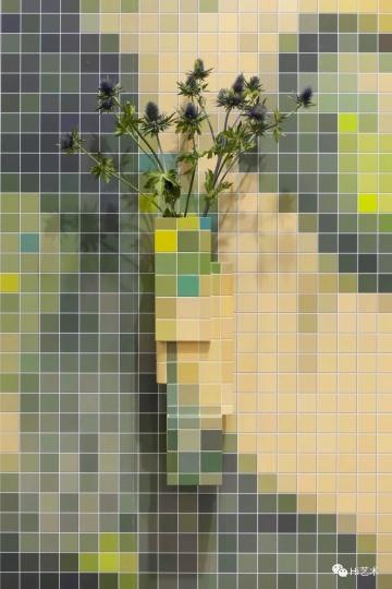 Tobias Rehberger《歌川国贞的景色1829 I》(局部)60×17.5×17.5cm 中密度板、丙烯颜料、密封剂、U盘、纸本数码打印 2015,图片由艺术家及纽格赫姆施耐德(柏林)惠允