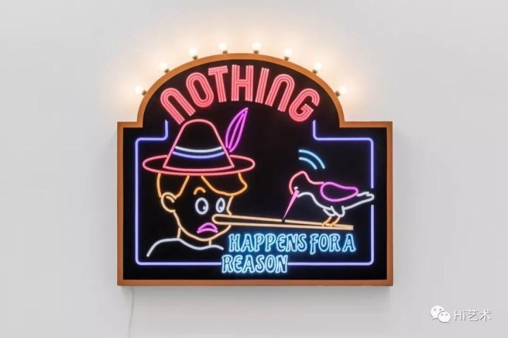 Tobias Rehberger《Nothing Happens for a Reason》126×140×15cm LED灯带、灯泡、铁板、涂料、自贴薄膜、控制系统 2019,艺术家及麦勒画廊 北京-卢森