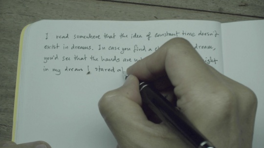 """阿彼察邦·韦拉斯哈古《Fiction》单路视频玻璃投影幕无声、彩色 13'37""""2018"""