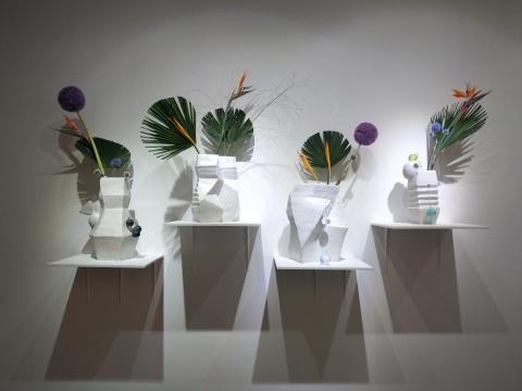 """""""四个夏天""""展览现场最开始的一组陶艺作品"""