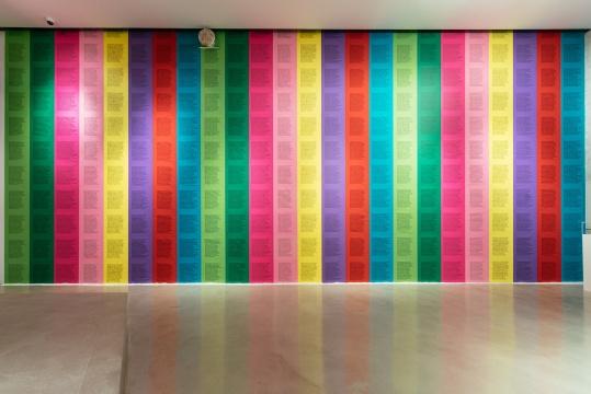 展览现场,珍妮·霍尔泽的《煽动之词》