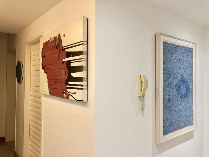 左1(红 )为布日固德作品;右为陈墙作品