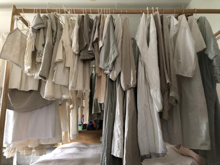 胡弦子说自己的人生理想就是所有的衣服都是裸色系