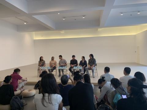 左起:卢迎华、开幕舞蹈指导老师埃马努埃莱·蓬、杨天歌、梁硕恩、文慧、苏伟