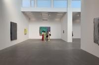 """鞠婷最新个展亮相麦勒画廊  她在画面上覆盖了一层层彩色的""""鳞"""""""